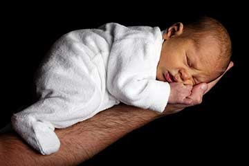 כך תרגילו את הפעוט להירדם לבד: מדריך מעשי להורים