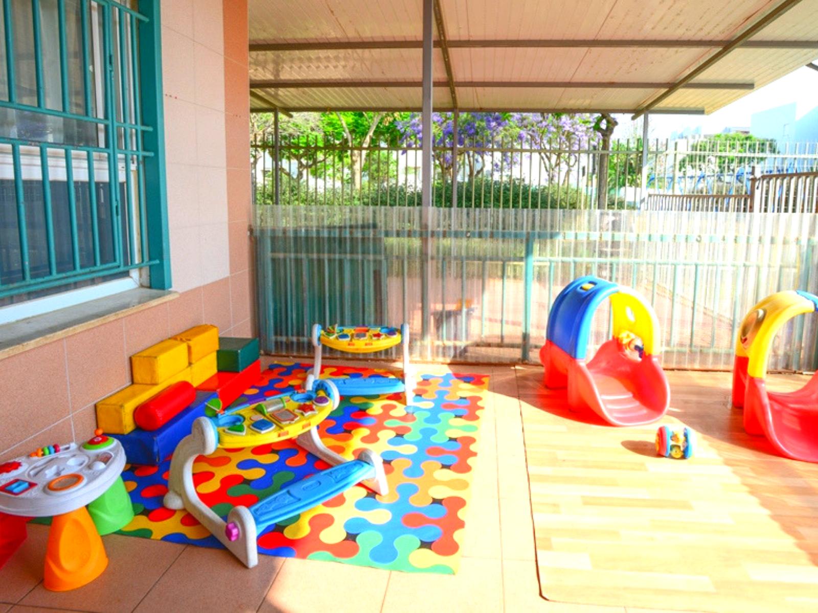 חצר-פנימית-לתינוקות-המעון