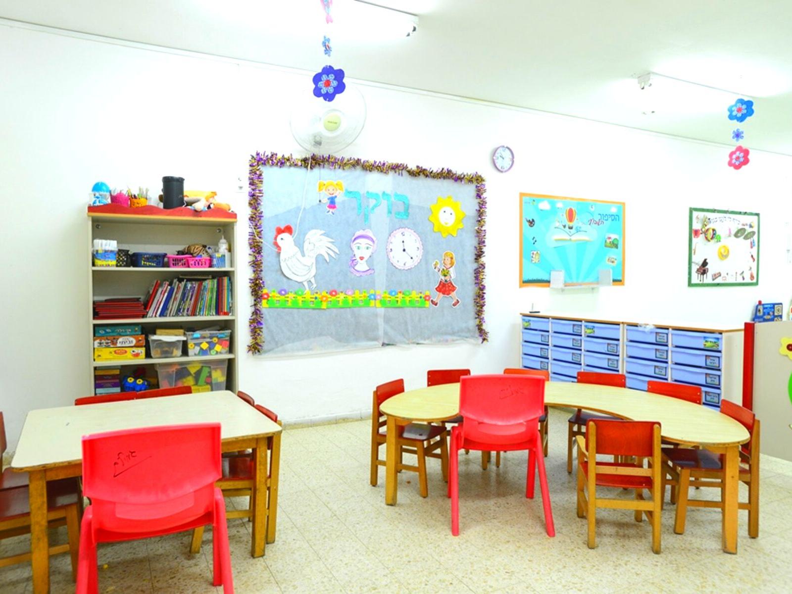 שולחנות-פעילות-לילדי-המעון