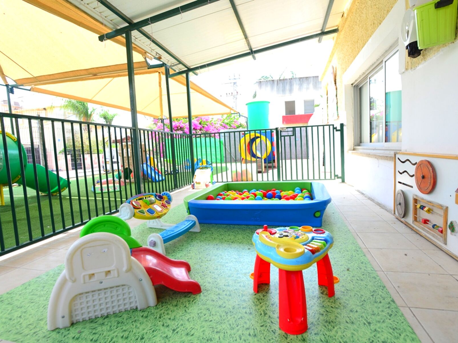 חצר-כיתת-התינוקייה-בבני-עייש