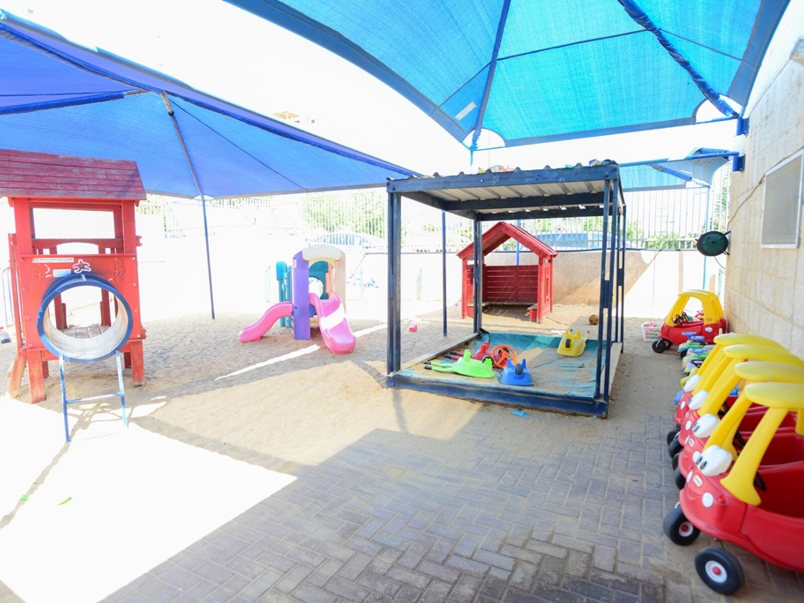חצר-משחקים-מוצלת-לילדי-המעון